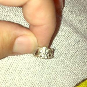 Flor de lie toe ring in sterling silver